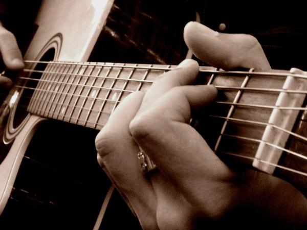 Alan_joue_la_guitare