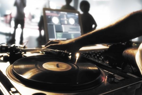 platine-vinyle-DJ